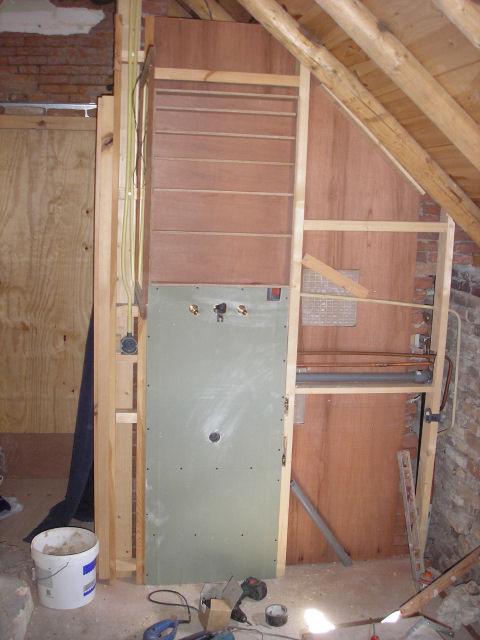 20170320&032444_Witte Gipsplaat Badkamer ~ Badkamer Gipsplaat  Nogeen houten plaat boven op het muurtje en een